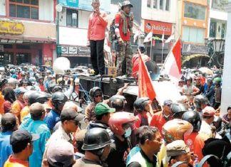 Ratusan Pengemudi Becak Motor Demo Tuntut Legalisasi