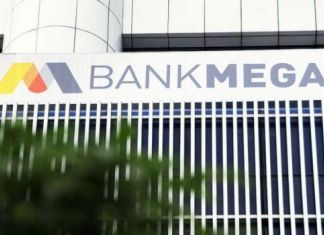 Bank Mega Grants Aid worth IDR800 Mln to School in Padang