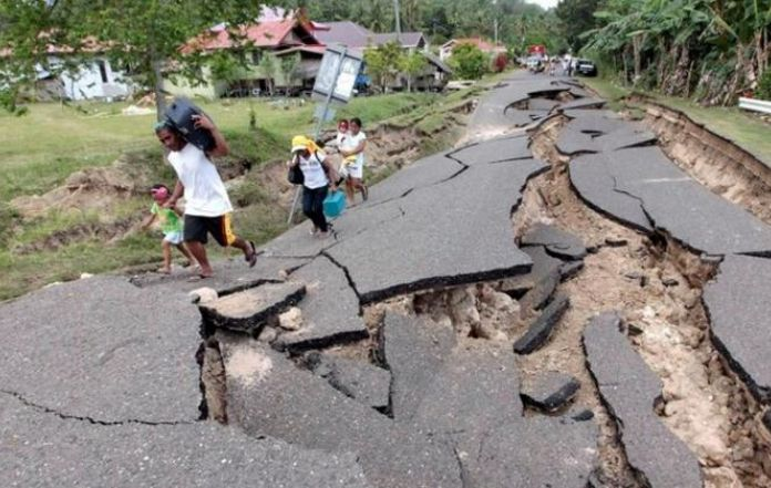 Earthquake of 7 2 magnitude shakes philippines south coast for Where to go in an earthquake