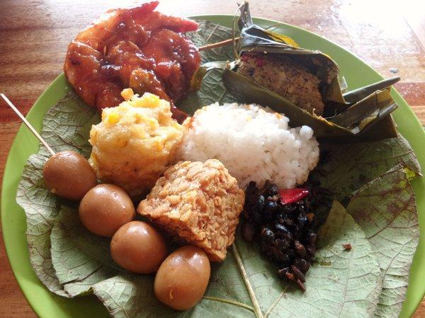 Nasi Jamblang Makanan Tradisional Daerah Jamblang