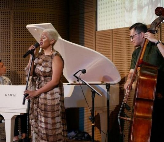 Alunan Musik Indonesia Barat dari Sri Hanuraga Trio dan Dira Sugandi