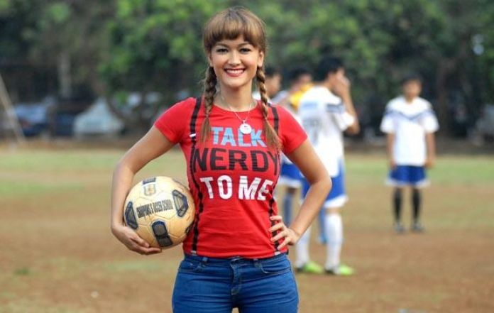 Julia perez the artist with passion for football reheart Images