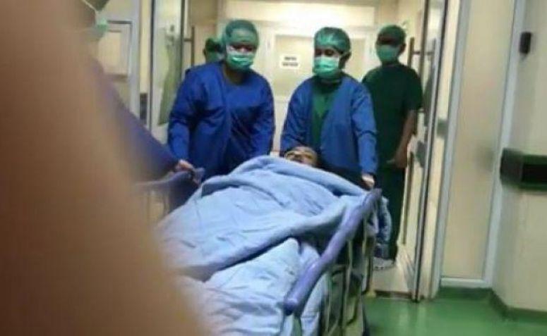 Julia Perez saat akan dibawa ke ruang operasi RSCM.(dok.Instagram)