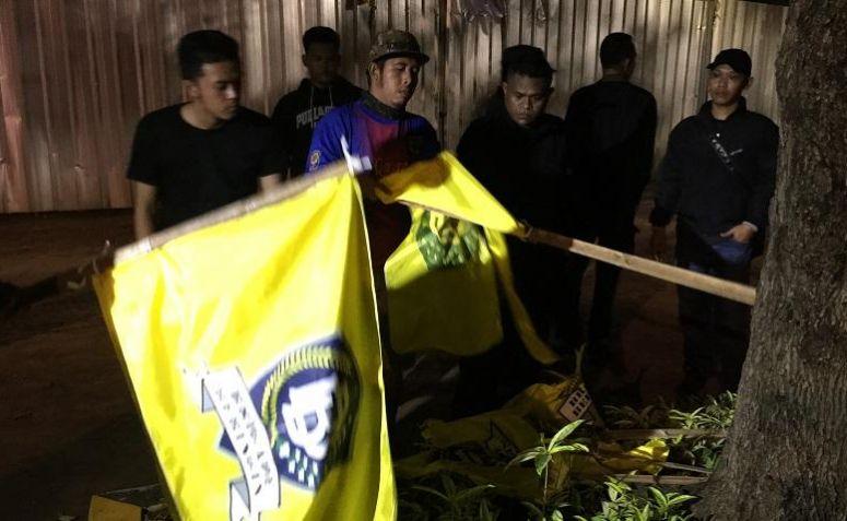 Bendera Brigade Beringin dicopoti massa