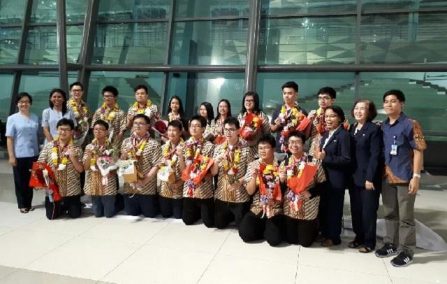 BPK PENABUR Jakarta Sabet 28 Medali dan 1 Best Theory ...
