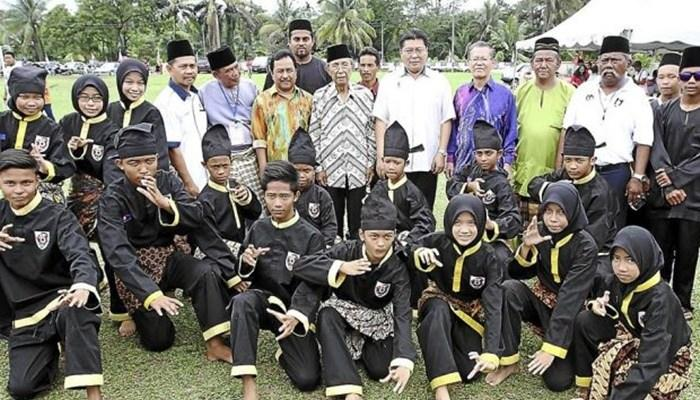 Image result for suku bawean