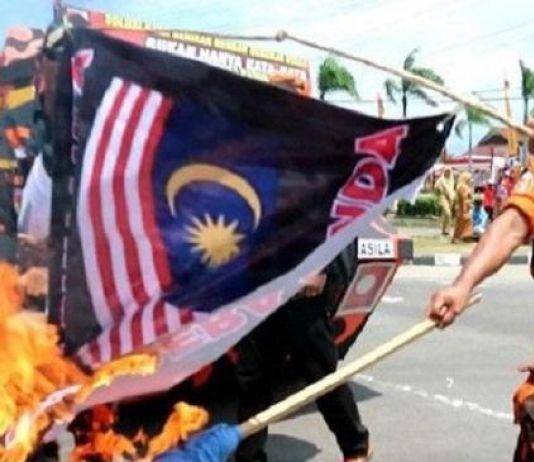 Geram Merah Putih Dilecehkan, Pemuda Pancasila Bakar Bendera Malaysia