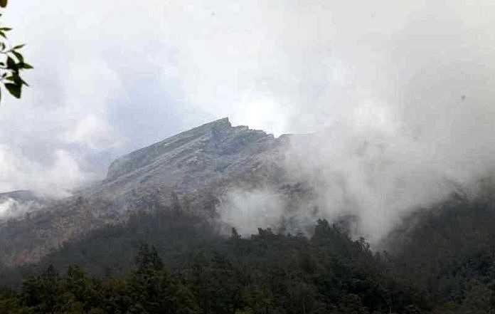 Bali's menacing volcano puts some tourists' plans on back burner