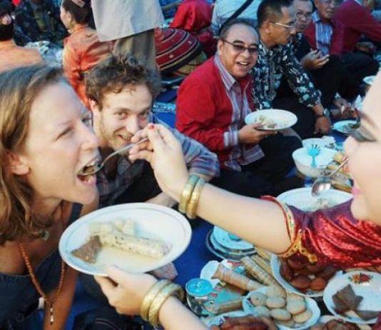 Seru dan Unik Acara Kande-Kandea, Ritual Cari Jodoh Suku Buton