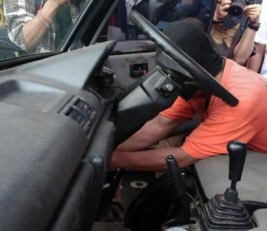 Bisa Curi Mobil Pikap Kurang Dari Lima Menit,  Pak Guru Ditangkap