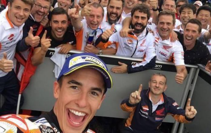 Motorcycling-Marquez snatches pole for Australian Grand Prix