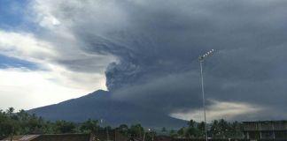 Aktivitas Lava Erupsi Gunung Agung Masih Berlangsung, Jumlah Pengungsi 59.061 Orang