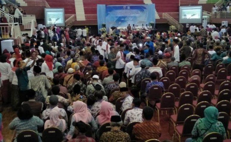 Gubernur DKI Jakarta Anies Baswedan saat melakukan kunjungan kerja di Gelanggang Olahraga (GOR) Ciracas.