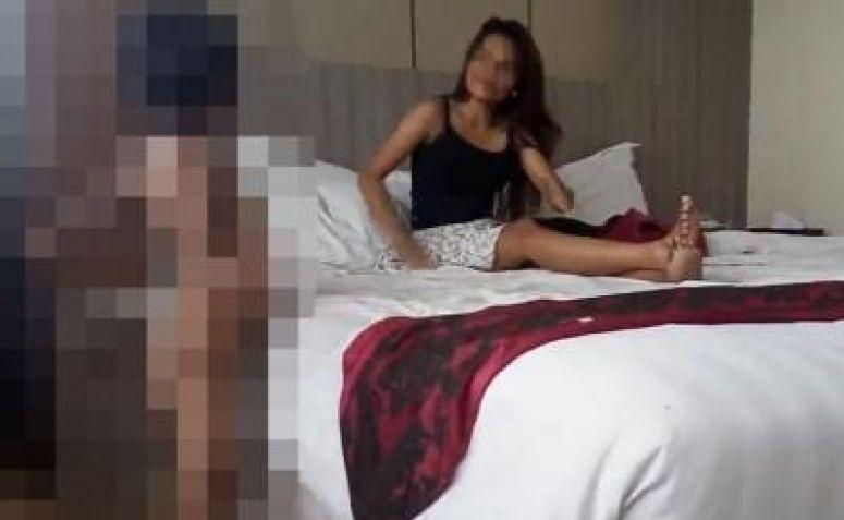 Cuplikan video porno threesome dengan anak-anak