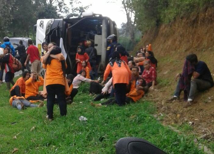 Hasil gambar untuk ini 26 korban kecelakaan bus di tanjakan emen