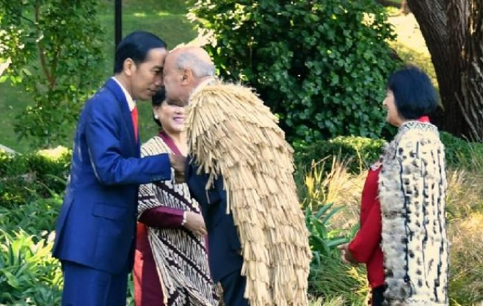 President jokowi welcomed to new zealand with traditional nose touch president jokowi welcomed to new zealand with traditional nose touch greeting m4hsunfo