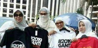 Politik Baju Kotak-Kotak dan Kaos <i>#2019GantiPresiden</i>