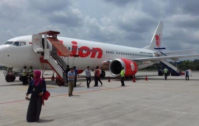 Lion air of makassar surabaya flight delayed as passenger joking lion air of makassar surabaya flight delayed as passenger joking about carrying a bomb stopboris Images