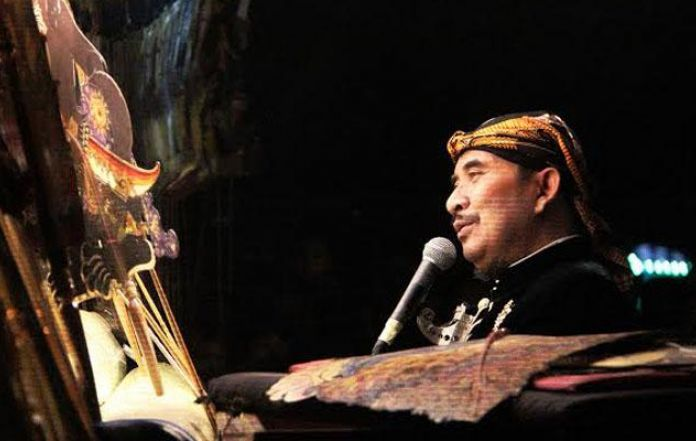 Famous Puppeteer and Tegal Regent Ki Enthus Passed Away at 52