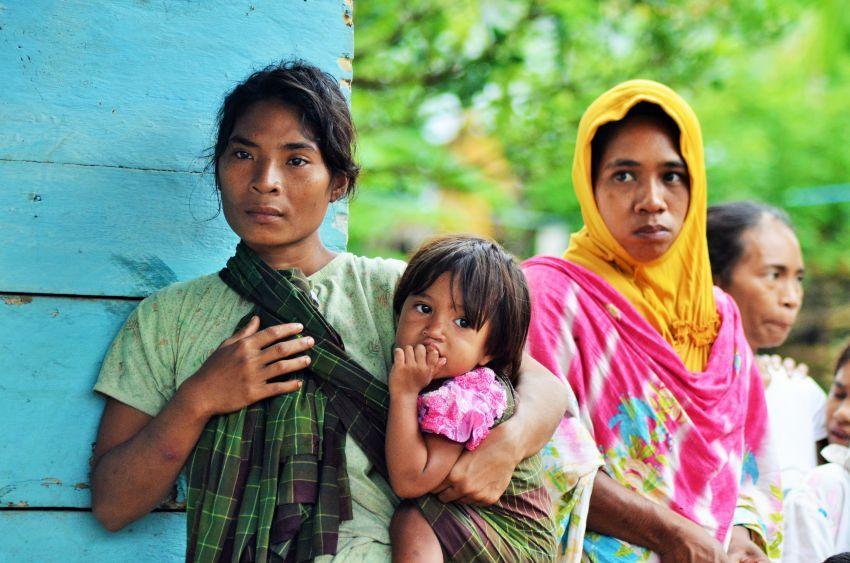 Perempuan Suku Ini Dulu Tak Berbusana Kini Berhijab