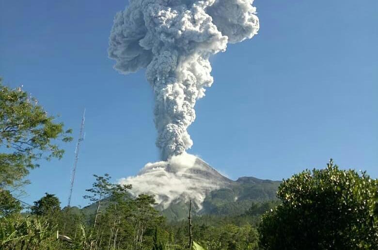 Hasil gambar untuk letusan gunung merapi