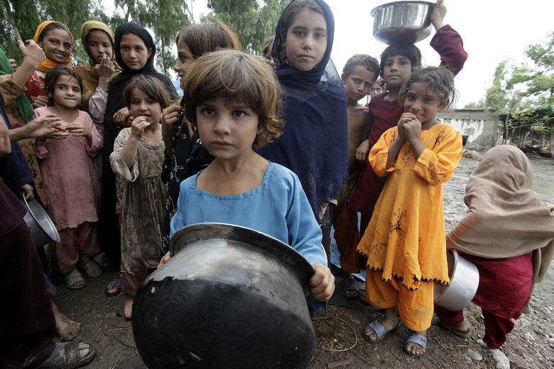 Hasil gambar untuk anak-anak afghanistan korban perang