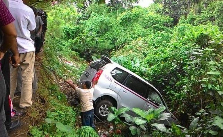 Mobil Pemudik Asal Jakarta Terjun ke Jurang Sedalam 30 Meter