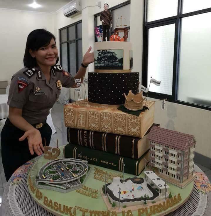Hasil gambar untuk kue ulang tahun ahok