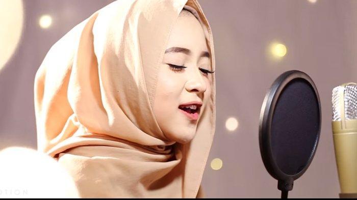 276 Vokalis Sabyan Gambus Nissa Pingsan Menghibur Penggemarnya Green Pramuka Jakarta Mudy Taylor