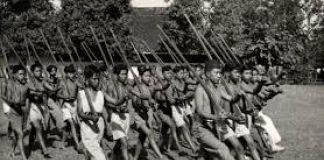 Ketika Ekonomi Sarung Dijawab dengan Bambu Runcing