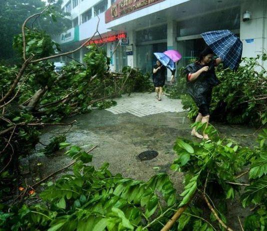 Topan Mangkhut Hantam Hong Kong, Ratusan Orang Terluka
