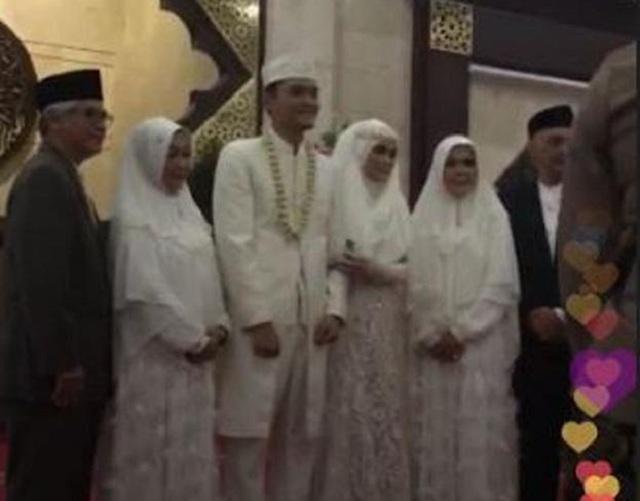 Mantan personil grup band Cherrybelle, Anisa Rahma, menikah dengan selebgram Anindito Dwi Sepdiawan (Dito).