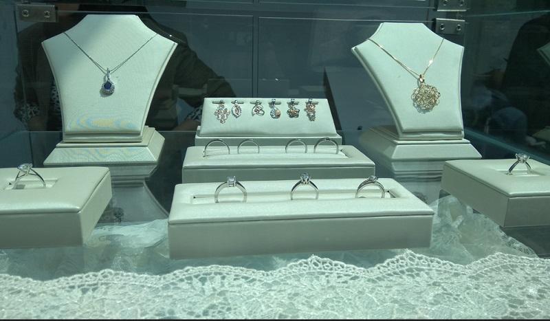Perhiasan dengan Bentuk Minimalis Masih Jadi Tren