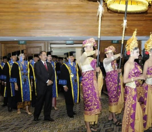 Menpar Hadiri Wisuda 606 Mahasiswa STP Bali, Ini Pesannya