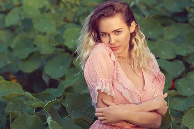 Akibat Kebakaran Hutan, Rumah Miley Cyrus Ikut Hangus Terbakar