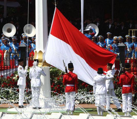 Mengapa Presiden Jokowi Tidak Mengagendakan Perubahan Sang Saka Merah Putih?