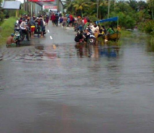 Terendam Banjir, Akses Tiga Ruas Jalan di Kabupaten Bandung Terputus