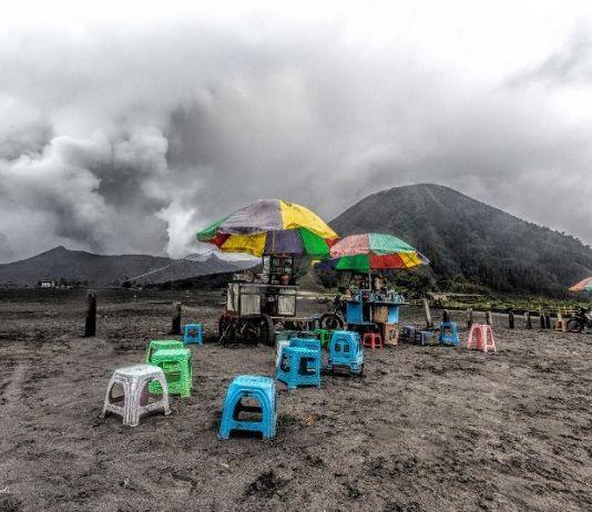 Meski Terus Erupsi, Gunung Bromo Tetap Aman dan Menawan untuk Dikunjungi