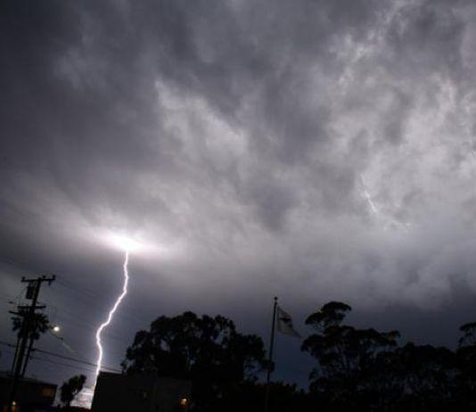 Siang hingga Malam, Ini Wilayah Jabar Berpotensi Hujan Disertai Petir dan Angin Kencang