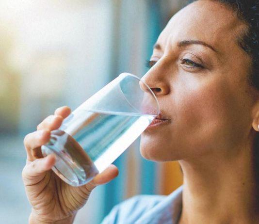 Apa Kebanyakan Minum Bisa Sebabkan Keracunan Air?