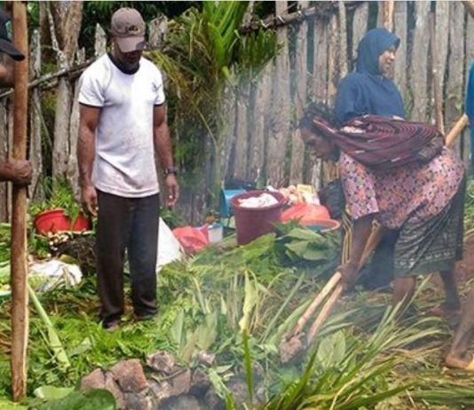Bukan dengan Daging Babi, Umat Muslim Papua Gelar Bakar Batu Sambut Ramadan