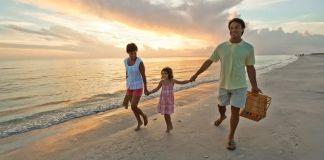 Bukan Mistis, Ternyata Ini Alasan Baju Hijatu Tidak Pas untuk Wisata Pantai