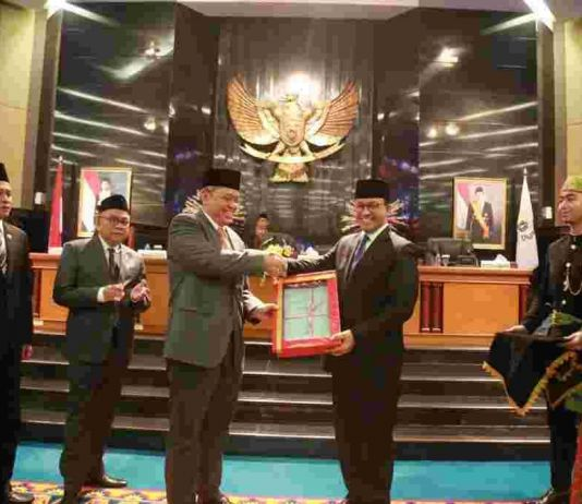 Gubernur Anies Sampaikan Realisasi APBD DKI Tahun Anggaran 2018