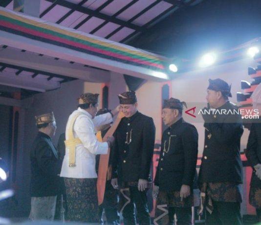 Hari Itu pun Tiba, Dukun Pandhita Menobatkan Warga Kehormatan Suku Tengger