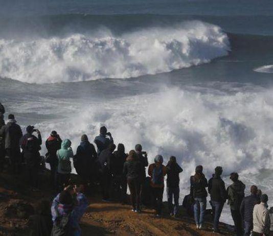 Semua Patut Waspada, Gelombang Tinggi Melanda Perairan di Indonesia