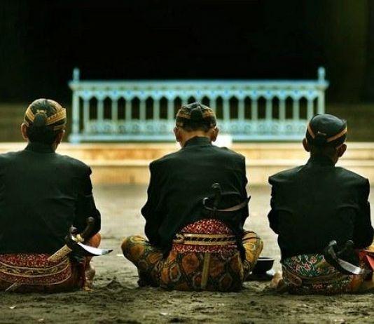 Usaha Mistis Orang Jawa, Temukan Kekosongan di Dasar Samudera Batin