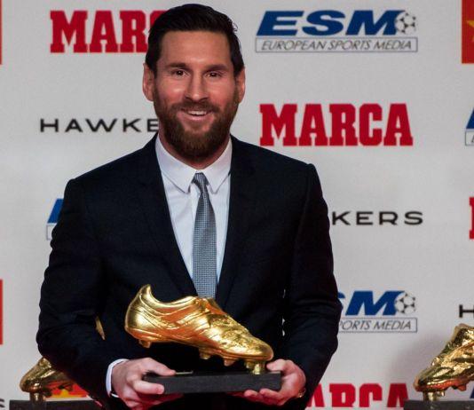 Saat Lionel Messi Foto Bersama Enam Sepatu Emasnya