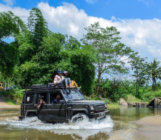 Menikmati Kawasan Konservasi di Meru Betiri dengan Mobil Jeep