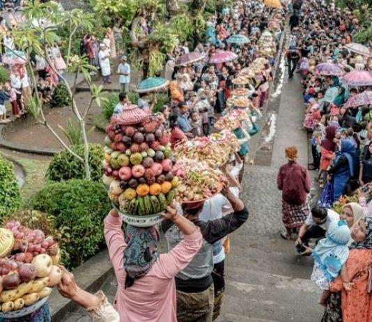 Atraksi Budaya Ini Mampu Pukau Wisman di Lombok