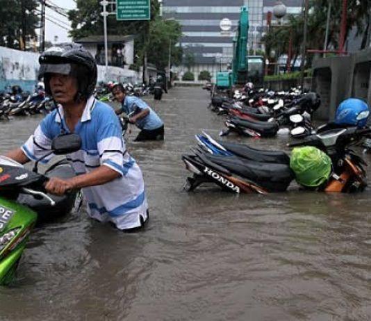 Motor Terendam Banjir, Wajibkah Servis Besar?
